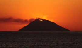 Tramonto vulcano Stromboli