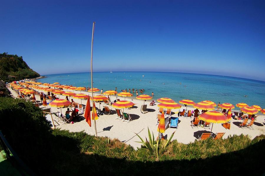 spiaggia hotel stromboli