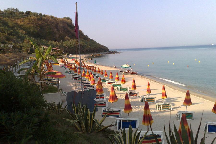 spiaggia villaggio stromboli